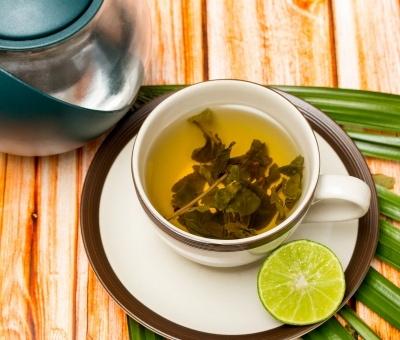 Dlaczego zielona herbata sprzyja zdrowiu zębów?