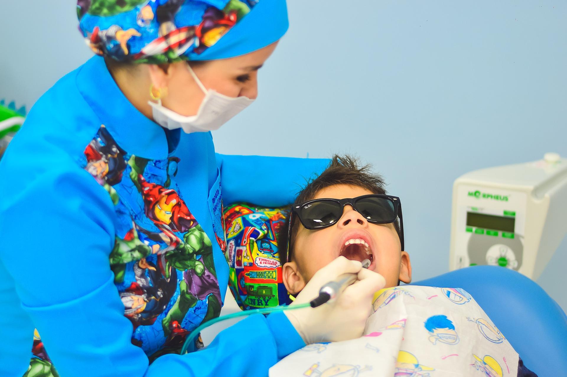 dziecko, a dentysta