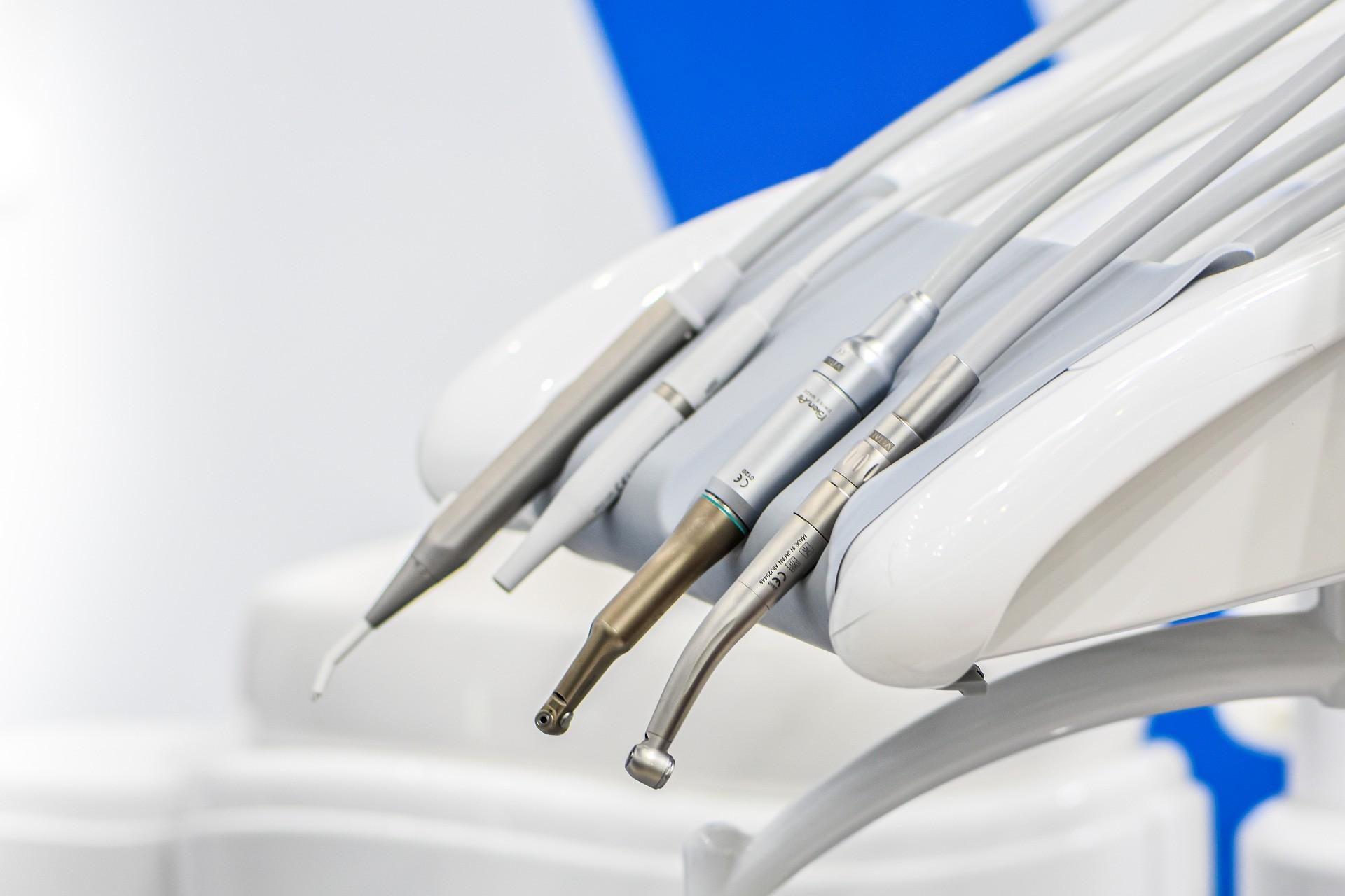 implanty stomatologiczne różnice