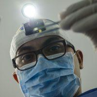 dentysta a chirurg stomatologiczny